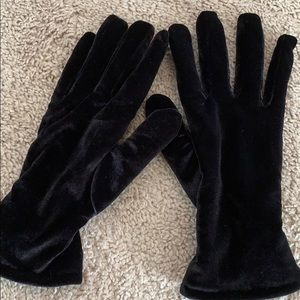 Beautiful black velvet gloves - insulated